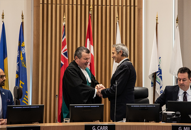 Halton Regional Chair Gary Carr receives the Official Chain of Office from Justice of the Peace Mark Curtis.