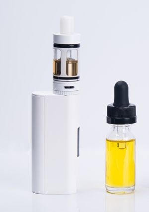 Electronic smoking unit with refillable cartridge and e-liquid.